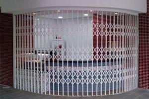 Portão pantográfico